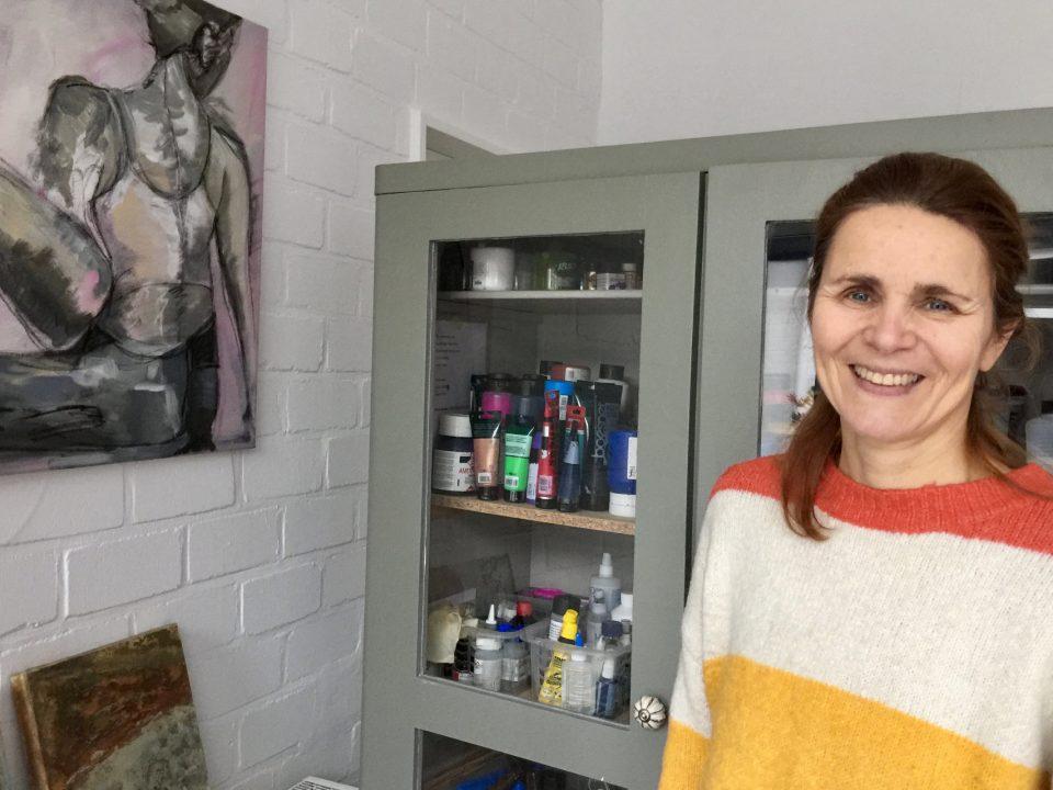 Birgit Leßmann im Atelier